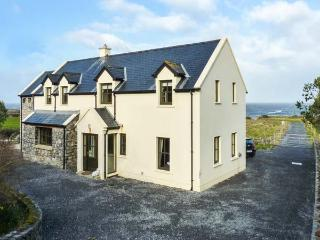 SURF AND BURREN VIEW, sea views, open fire, family-friendly in Fanore, Ref 25987