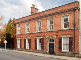 MADGE HOUSE, two-storey wing of Georgian building, WiFi, off road parking, in Ashbourne, Ref 28850