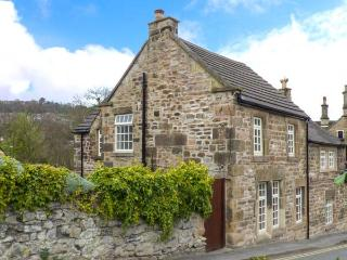 BANK HOUSE, family friendly, character holiday cottage, with a garden in Matlock, Ref 3545