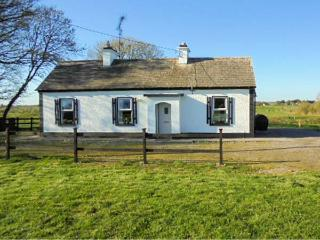 WOODSTOCK COTTAGE, character holiday cottage, with open fire in Ballindine, County Mayo, Ref 4085
