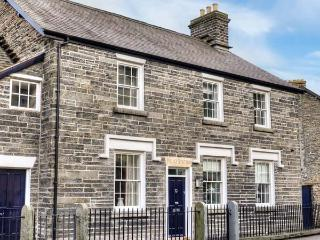 CORWEN OLD POLICE STATION, character features, flexible sleeping, woodburner, in Corwen, Ref. 912150