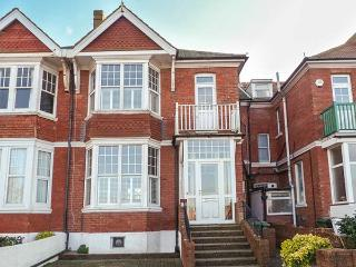 SEA VIEW, short walk to beach and town amenities, woodburning stove, parking, in Bexhill-on-Sea, Ref 918191