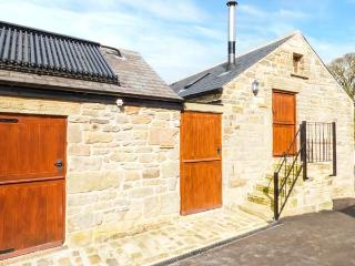 LEVERET, first floor cottage, woodburner, luxury, romantic retreat, walks from the door, near Chesterfield, Ref 919377, Holymoorside