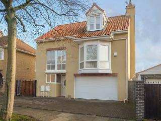 MEAD HOUSE, detached, contemporary style, woodburning stove, good touring base in Darlington, Ref 920812
