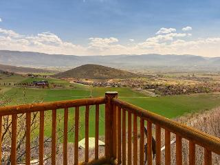 3BR Modern Cabin w/ Stunning Views, Minutes from Skiing, Restaurants, Golf, Midway
