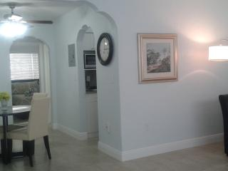 Invitingly Pristine 1 BR Apt Just Steps from Beach, Miami Beach