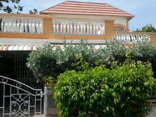 Cozy 2 bedroom  house with parking, Portmore