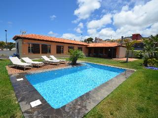 LUXURY VILLA,HEATED POOL,SEA VIEWS, QUIET PLACE, Tacoronte