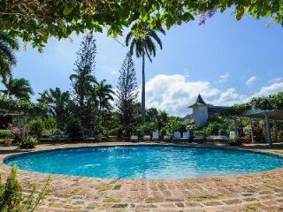 Fully staffed Little Hill at Tryall Club with pool, tennis court, golf carts and 18-hole golf course, Montego Bay