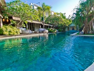 Luxe & Dream, 3Br villa 600m beach, Kuta