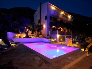 De Lux Apartment A8., swimming pool included, Makarska