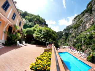 Ravello Le Rose 7 with terrace and shared pool
