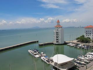 Luxury Suites at Straits Quay, Tanjung Tokong