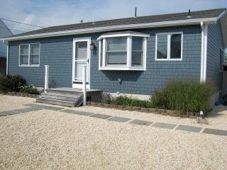 Newly Renovated Beach House on Lagoon, Beach Haven West
