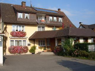 Vacation Apartment in Wasserburg - 377 sqft, 1 bedroom, 1 living / dining room, max. 2 persons (# 8254)