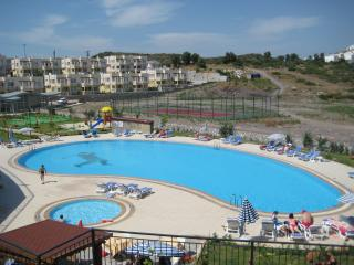 Luxury lake-view apartment in stunning complex, Milas