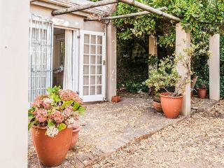 Lovely cottage in constantia, Constantia