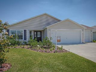 Beautiful Villages getaway home in Village of Sanibel free use of golf cart, The Villages