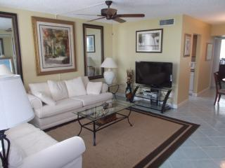 Beautiful One Bedroom Ocean Front Property, Palm Beach