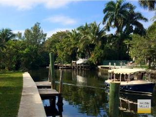 200 feet water front, new renovated, large pool, Fort Lauderdale