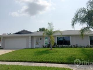 Newly Remodeled Beach House 1/2 Block from Ocean**Summer Discounts--Call Us Now!**, Indialantic