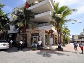 5TH AVENUE NEAR MAMITAS SKY POOL  SLEEP 7 CONFORT, Playa del Carmen