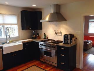 2bd House w/ huge dog friendly yard near beach, Provincetown