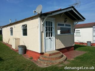Holiday Chalet at Priory Hill Park Leysdown, Leysdown-on-Sea