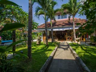 3BR, Center SEMINYAK, quiet., Kuta