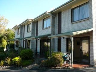 Davey Place Holiday Townhouses -4 Star Serviced, Hobart
