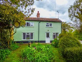 FOX COTTAGE, rich in character, with exposed beams and floorboards, woodburner, near RSPB Minsmere in Darsham, Ref 29701