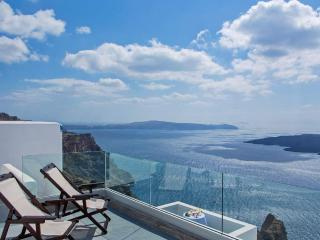 Nonis Quadruple Seaview Apartment, Fira