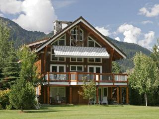 Whistler Saddle House - Luxury 5 Bedroom Chalet