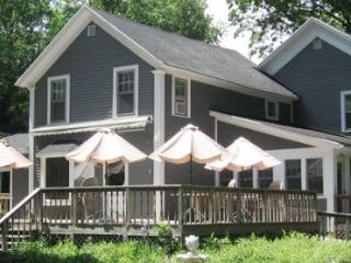 A Country Place - Wonderful Group Gathering with 2 Minute Walk to Beach. Weekly Stays begin on Friday., South Haven