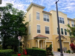 Luxury Townhome Minutes from I-Drive/Conv.Cntr., Orlando