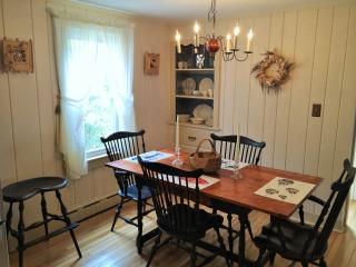 Well Appointed Home w/ Walk to Beach, A/C & Pool, Cotuit