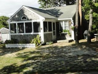 Mermaids Rest    Classic Cottage near Forest Beach, South Chatham