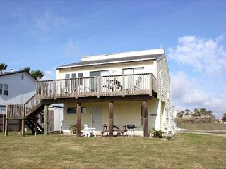 3 bedroom 2 bath duplex, sleeps 8, just steps to the beach!, Port Aransas