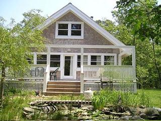 CHARMING COTTAGE OVERLOOKING SMALL PLEASANT FISH POND, Vineyard Haven