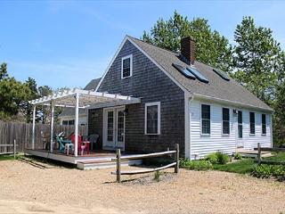 CHARMING KATAMA CAPE HOUSE CLOSE TO SOUTH BEACH AND EDGARTOWN VILLAGE, Edgartown