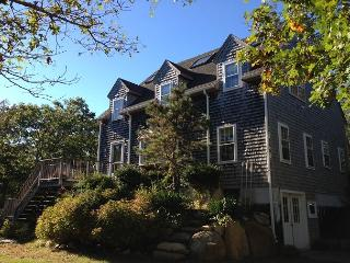 WONDERFUL EDGARTOWN VACATION HOME LOCATED CLOSE TO BIKE PATH, BEACH AND TOWN, Edgartown
