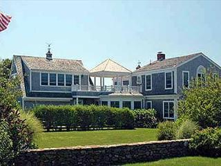 ELEGANT BEACH HOUSE WITH VIEWS OF KATAMA BAY, Edgartown