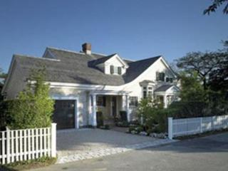 MODERN LUXURY HOME WITH RELAXED ATMOSPHERE THAT EMBRACES VINEYARD LIFE, Edgartown