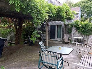 LOVELY MAIN AND GUEST HOUSE WITH A GREAT PATIO FOR FAMILY GATHERINGS, Edgartown