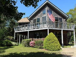 SUN FILLED HOME WITH BEAUTIFUL VIEWS OF THE LAGOON, Oak Bluffs