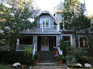 Large Vineyard Classic Home Close to Town and Beach!, Oak Bluffs