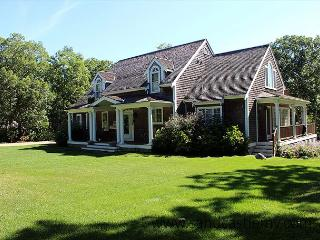 Beautiful Home in Farm Neck with Central Airconditioning, Oak Bluffs