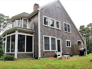 Beautiful Four Bedroom Home with Central Air Conditioning, Oak Bluffs