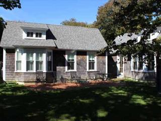 Lovely House and Two Guest Cottages In-town Edgartown
