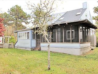 BEAUTIFUL VINEYARD HOME WITH LOVELY SCREENED IN PORCH, Edgartown